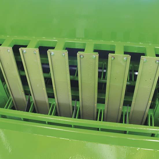 Falcia-autocaricante-Bonino-scarico-facilitato-self-loading-grazer-wagon-bonino-easy-discharge-faucheuse-autochargeuse-déchargement-facilité