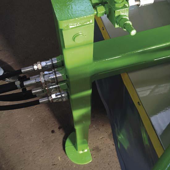 Falcia-autocaricante-Bonino-piede-appoggio-idraulico-self-loading-grazer-wagon-double-acting-hydraulic-jack-faucheuse-autochargeuse-béquille-hydraulique