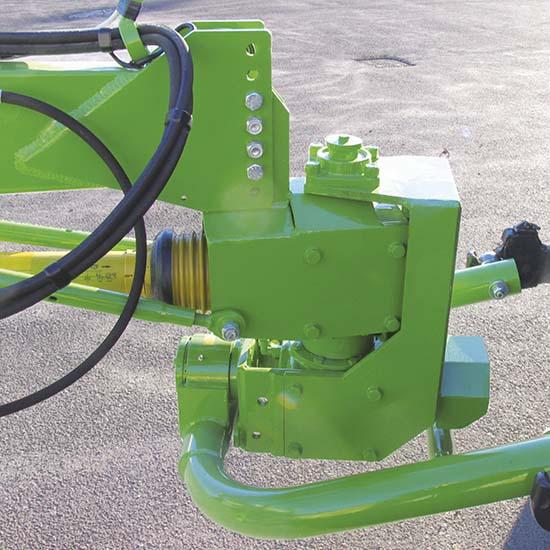 Falcia-autocaricante-Bonino-testa-girevole-self-loading-grazer-wagon-rotating-head-faucheuse-autochargeuse-tête-attelage-pivotante-segador-autocargador-cabezal-giratorio-Mählader-Drehkopf