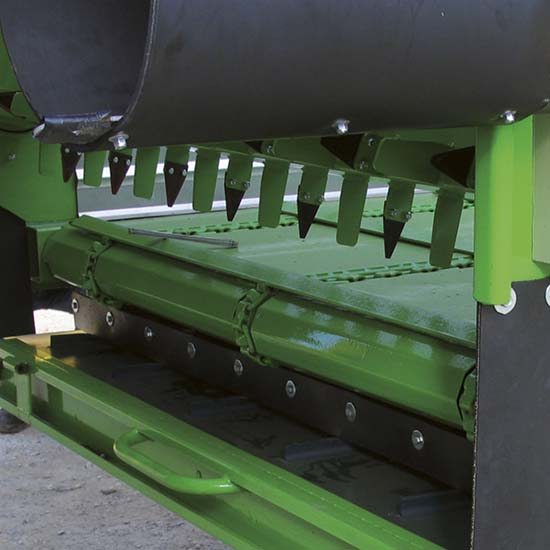 Falcia-autocaricante-Bonino-Venere-Giunone-tappeto-scarico-laterale-retrattile-self-loading-grazer-wagon-unloading-retractable-belt-faucheuse-autochargeuse-déchargement-latéral-rétractable
